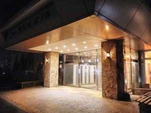 ニューグランドホテル:ホテル玄関(夜)