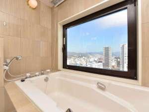 ビューバスが魅力のセミスイートバスルーム一例