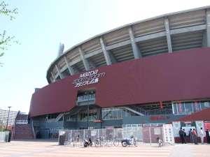 【マツダスタジアム】ホテルより徒歩約15分。広島カープの本拠地。