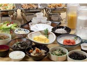 スマイルホテル日本橋三越前(旧「鴨川イン日本橋」):和朝食 一汁一五菜千葉県南房総より仕入れた食材を多く使用してます。