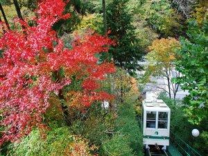 人気の露天風呂付き客室と美味に和む宿 かのうや:紅葉とケーブルカー