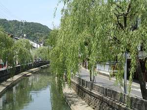 柳並木まで徒歩3分もあれば行けます。