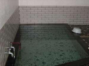 温泉民宿 しらはま屋:中風呂こちらも源泉100%掛け流しです。