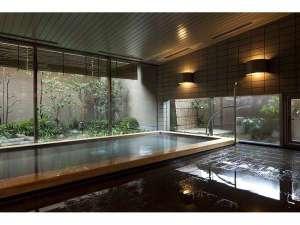 三井ガーデンホテル岡山:最上階には大浴場をご用意。庭園を眺めながら足を伸ばし、疲れを癒す。利用時間:6時~9時・15時~25時