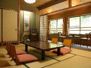帝釈峡観光ホテル別館 養浩荘:落ち着いた昔ながらの和室