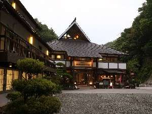 帝釈峡観光ホテル別館 養浩荘:涼しい風が感じられる帝釈峡にたたずむお宿