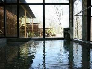 野の花山荘:男女別内湯も、もちろん掛け流しの温泉