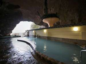 南紀勝浦温泉 ホテル浦島:大洞窟温泉「忘帰洞」
