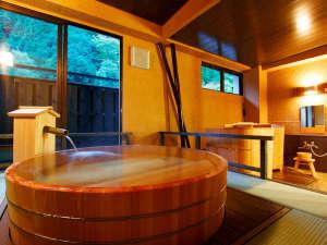 おもいでの宿 湯の島館:【風(ふう)の湯】湯船からの景色も格別