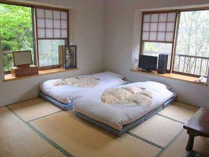 富士箱根ゲストハウス:明るく落ち着いた和室