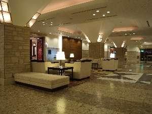 ホテル テラス ザ スクエア日立:広々とした空間のロビー