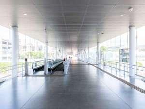【アクセス】①日立駅の改札を出て右に進み歩く歩道に乗り出口へ