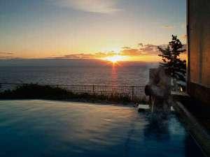 焼津グランドホテル:海のお風呂/お風呂で温まりながら日の出鑑賞も