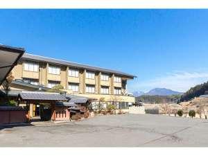 湯元 久米川温泉:外観の全景廻りは開放的な田舎ならではの景色となっております。
