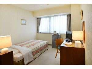 ユートリー・八戸地域地場産業振興センター:シングルルーム広めのお部屋でくつろげます