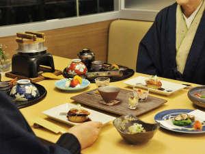 定山渓グランドホテル瑞苑:【和食処 美泉遊膳】ご夫婦やご友人と、落ち着いた空間でお楽しみください
