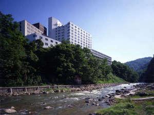 定山渓グランドホテル瑞苑【外観】渓谷側