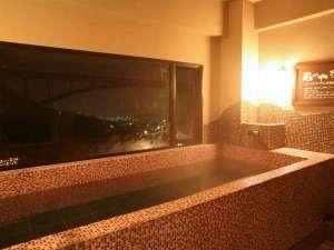 12種の湯処が楽しめるお宿 ゑびす屋旅館:2階 ゲルマニウム半身浴 湯の中と床面にゲルマニウム石を使用。美容と健康・疲労回復を促します。