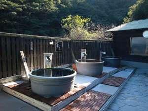 12種の湯処が楽しめるお宿 ゑびす屋旅館:1階露天風呂 満月の湯。空を見上げながらゆっくりと満月の湯をひとりじめしてください。