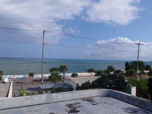 LIFE IS A JOURNEY:屋上テラスからの眺め。視線の先には、伊江島や真栄田岬も一望できます。