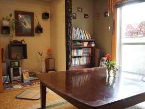 LIFE IS A JOURNEY:畳リビングはお客様同士の交流やくつろぎのスペース