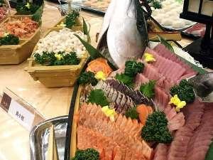 鬼怒川ロイヤルホテル:バイキングメニューといえば「お刺身の舟盛」夕食時に季節のお魚を複数種類ご用意