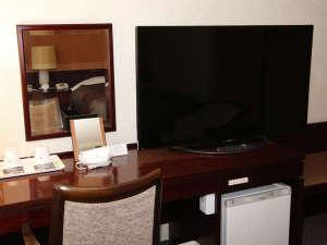 大分センチュリーホテル:デラックス(ダブル、ツイン)に4K対応50インチTVを、シングルのお部屋には40インチTVを導入しました。