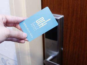 大分センチュリーホテル:スマートなチェックインを最高の笑顔とご一緒に!全室に非接触ICカードロックを導入。