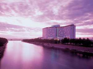 夕暮れの浜名湖畔と「THE HAMANAKO」 落ち着いた雰囲気のリゾートホテル
