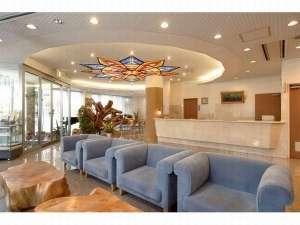 むつパークホテル:明るく開放的なロビーで皆様をお迎えいたします♪