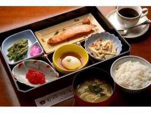 むつパークホテル:和食のご朝食の一例です。お膳でのご用意となっております。