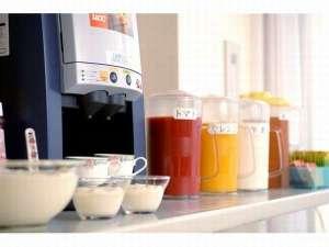 ご朝食をお申し込みの方はお飲み物やヨーグルトがご自由にお召し上がり頂けます☆