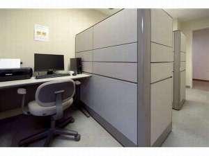 1階ビジネスルームでは24時間無料でインターネットをご利用頂けます☆