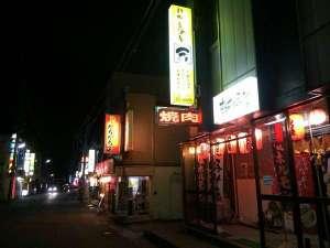 徒歩5分程度の位置に、むつ市最大の飲食店街があり、居酒屋さんや和食処が多くございます。