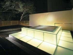 夜間の幻想的な露天風呂『光』(イメージ)