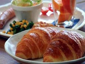 ペンション ビー(PENSION BE):焼きたてクロワッサンとワンプレート朝食