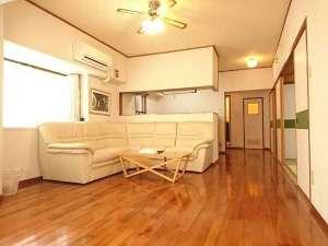 国際タウンズイン:*【喫煙可】和洋室60平米(キッチン付)/広々したお部屋でゆっくり過ごせます。