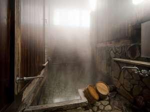 旅篭 白山館(はくさんかん):源泉から湧き出る温泉はかけ流し。「子宝の湯」としても有名な平瀬温泉です