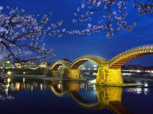 岩国錦帯橋(広島駅からJRで約50分・車で有料道路を通って約1時間)