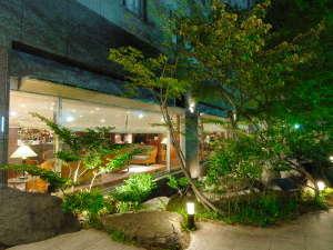 金沢マンテンホテル駅前:ホテルの周りには黒部峡谷をイメージして作られた庭園がございます