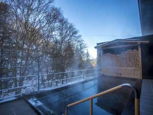 創業大正十五年 蓼科 親湯温泉:【露天風呂】冬は雪見風呂としても愉しむことができます