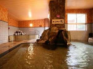 あつ湯・ぬる湯がそろう大浴場。滞在中いつでも入浴できる