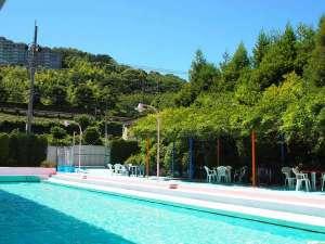 ホテルのプールは7月13日オープン予定。宿泊者は無料!25メーター広々プール朝9時からアウト後12時まで