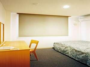 ホテルいこい:シングルルーム有線LANインターネット接続可能。