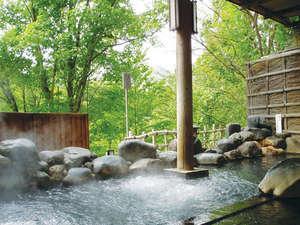 【露天風呂】渓谷に面した露天風呂から、渓谷の四季をお楽しみ頂けます。