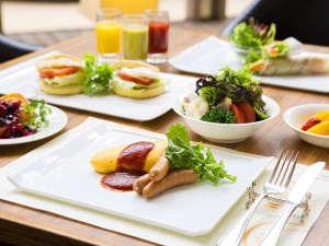神戸ベイシェラトン ホテル&タワーズ:ふわふわオムレツやフレンチトーストのライブクッキング、地元契約農家直送の新鮮野菜が人気の朝食ブッフェ