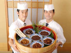 都心の天然温泉 名古屋クラウンホテル:【朝食】右が料理長です。バイキングは朝6:30~10:00(9:30最終入場)