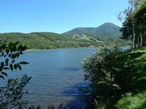 白樺湖 コロニアルハウス:女神湖から蓼科山。河童の棲むパワースポット。