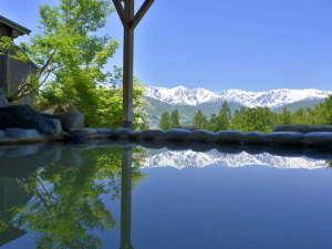 白馬姫川温泉 白馬ハイランドホテル:お風呂の景色に感動したことがありますか?それも山で。それを叶えるのがこの露天風呂です。