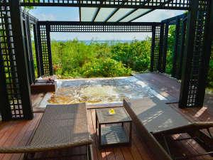 【シギラ黄金温泉(リゾート内)/プライベートルーム】専用露天風呂付きのお部屋でプライベートな湯浴みを。
